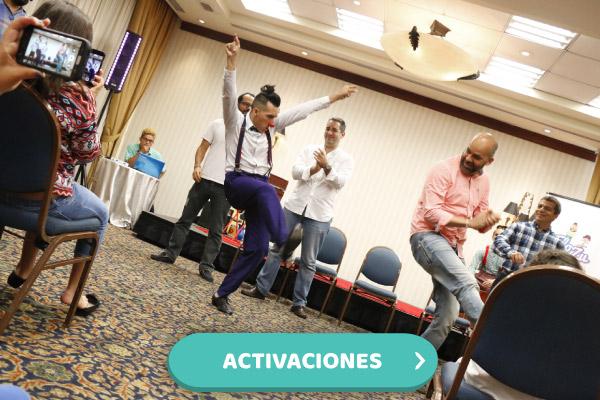 Gente bailando en activaciones corporativas