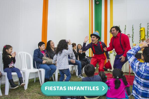 Payasos riendo con niños y adultos en una Fiesta infantil online