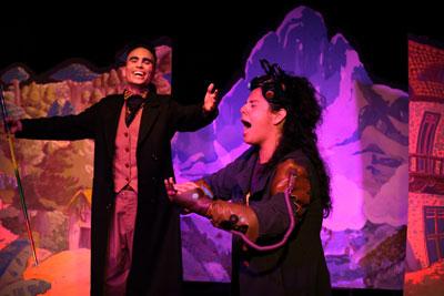teatro familiar online 2 personas gritan y sonrien