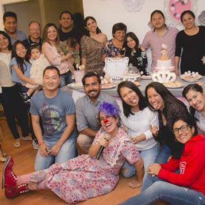 animación-de-baby-shower-foto grupal con clown