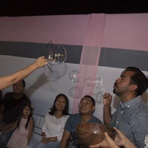 show-baby-shower-online-soplando burbujas